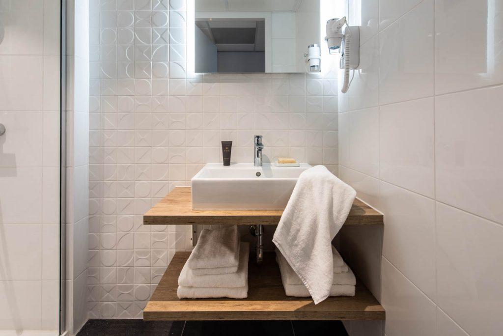 YAYS Amsterdam Docklands, One Bedroom Essential Apartment, Bathroom
