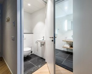 YAYS Amsterdam Docklands, One Bedroom Comfort Apartment, Bathroom