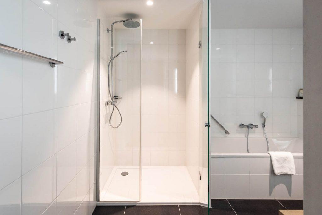 YAYS Amsterdam Docklands, One Bedroom Grand Apartment, Bathroom
