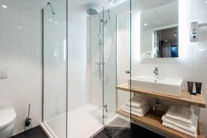 YAYS Amsterdam Docklands, Two Bedroom Apartment, Bathroom