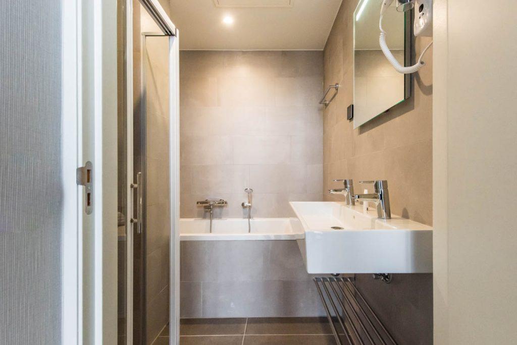 Amsterdam East by YAYS, One Bedroom Apartment, Bathtub
